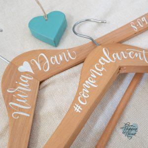 percha personalizada lettering